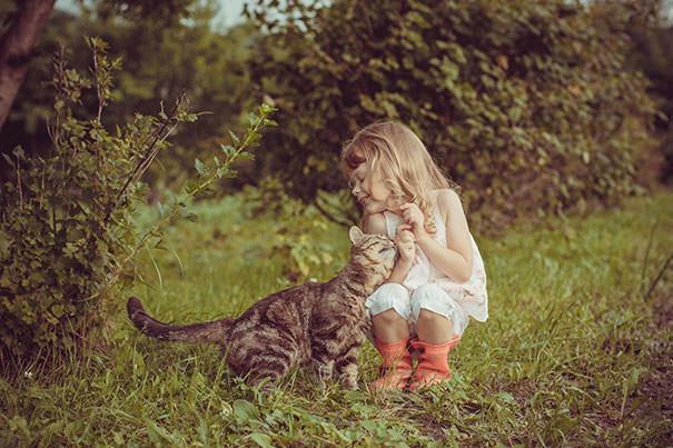 14-ほっこり20枚! 赤ちゃんとネコの仲良しな風景