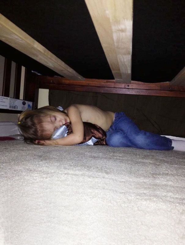 funny-kids-playing-hide-and-seek-271__605