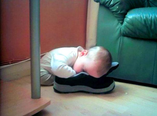funny-kids-sleeping-anywhere-126-57aaebb19a8de__605