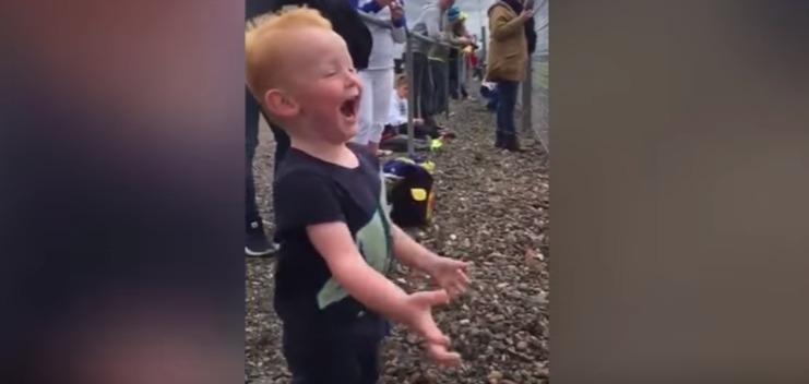 little-boy-has-heart-meltingly-gleeful-reaction-to-motorbike-race-youtube