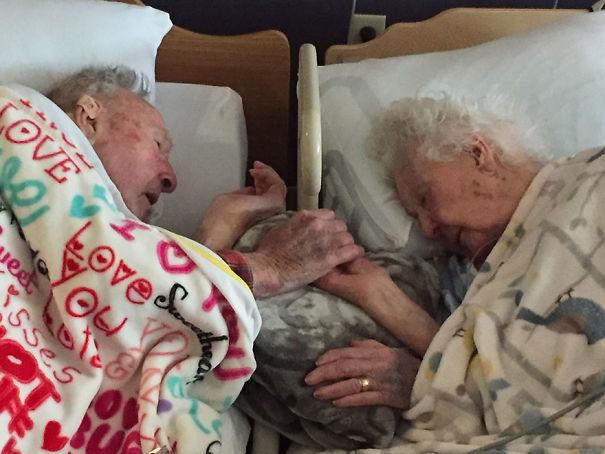 elderly-couples-in-love-42-57f4e13e3cb89__605