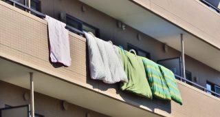 マンション4階で布団を干して出かけて戻ったら見当たらない!下を見たらまさかの光景が!