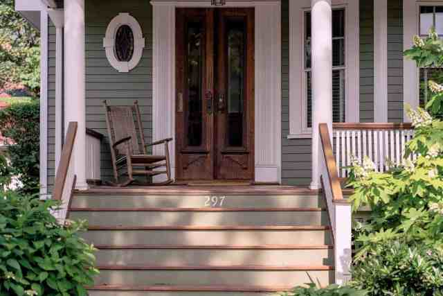 How to Cool a Screened-In Porch (9 Simple Tips)