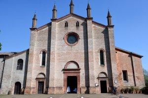 """Detta anche """"Chiesa dei frati"""", fu iniziata nel 1487 su progetto di Gilberto Manzi, è annessa al convento dei Frati Francescani Minori Osservanti."""