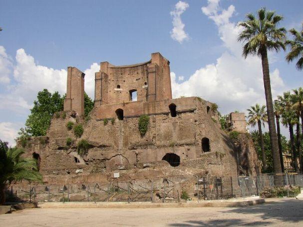 Front of the Nymphaeum Alexandri (Trophies of Marius) at the Piazza Vittorio Emanuele II