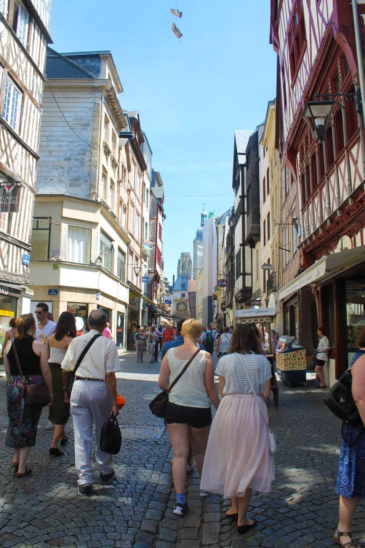 Rouen_StudentsWalking_SS16_MadelineClugston