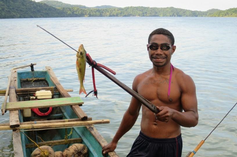 Penyelam Tradisional di Teluk Cenderawasih