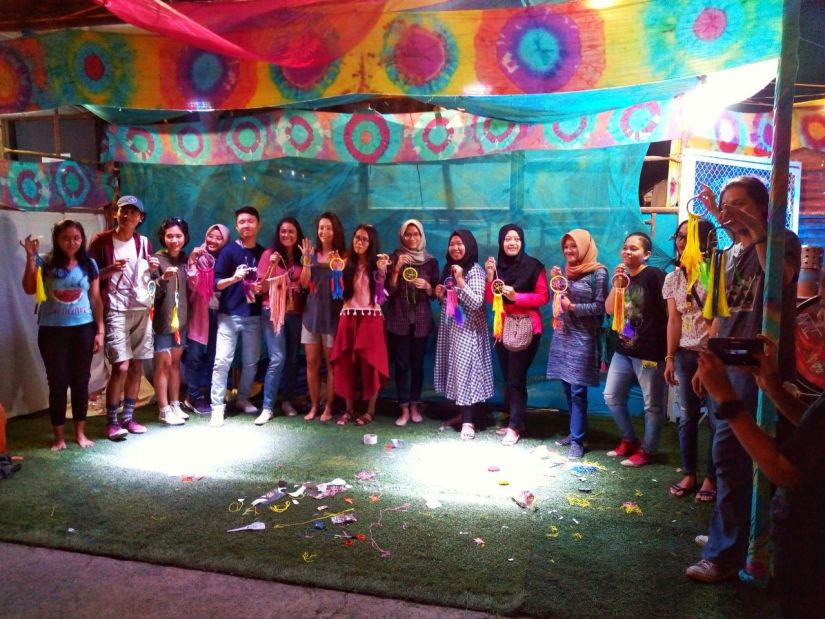 Peserta Workshop FKY 30 membuat dreamcatcher