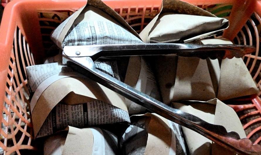Nasi bungkus dan aksi massa