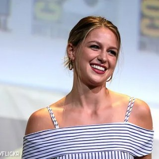 Supergirl, serie televisiva, Chris Wood, MelissaBenoist, cast, set, star, hollywood, attore, attori, attrice, matrimonio, depressione, Instagram, anello.