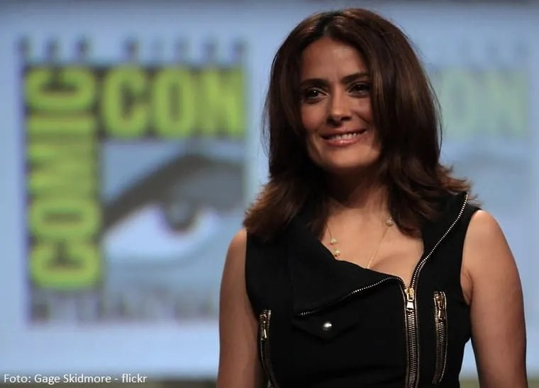 Salma Hayek, star, Hollywood, Notre-Dame, fiamme, incendio, Europa, star life, hollywood, attori, Victor Hugo, Museo del Louvre, Notre-Dame de Paris, cinema