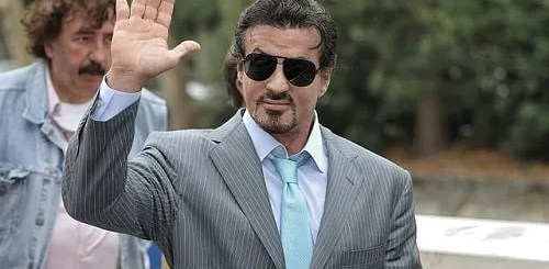 vacanze a roma stallone serve gelati in un bar