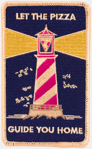 Knitted shoulder patch with a pizza lighthouse