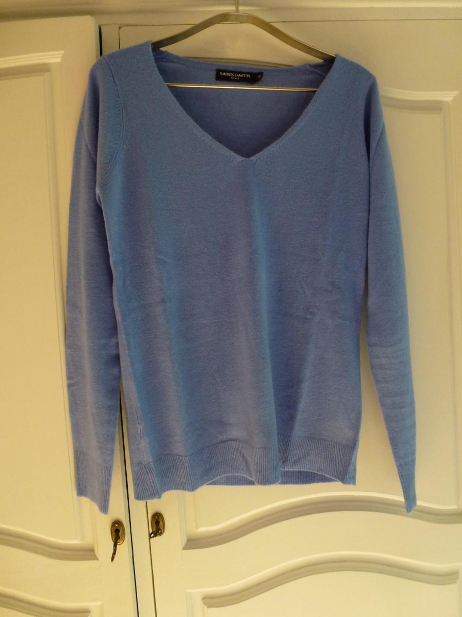 Un petit pull tout chaud bleu Les Galeries Lafayette à 15 euros