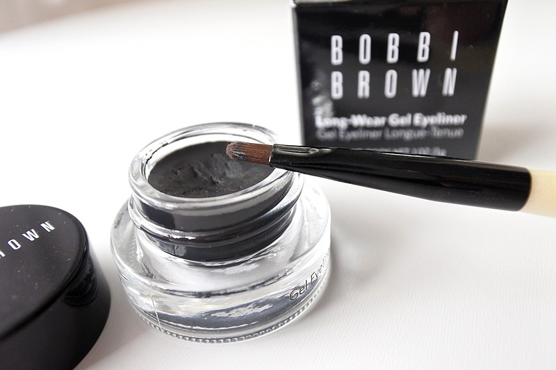Fond de teint et eyeliner gel Bobbi Brown tendance clemence