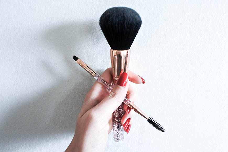 Les pinceaux Rose Glow Kit d'Elsa Makeup et son liquid lipstick