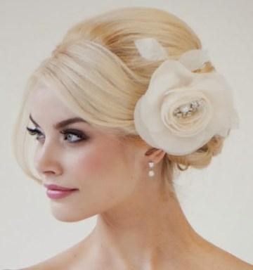 Este peinado es muy favorecedor y es muy fácil de deshacer si a la hora del baile lo quiere llevar suelto.