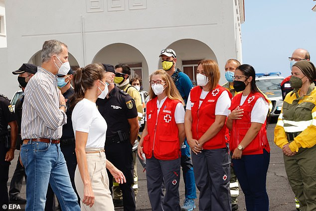 Letizia and Felipe, 53, thanked members of the Spanish emergency rescue service for their work in the evacuation