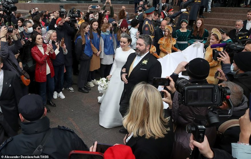 The couple were greeted by a crowd and media who snapped pictures of the newlyweds moments after they tied the knot.