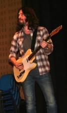 18. Músico. Guitarra. Fotografia de Francisco Abrunhosa.