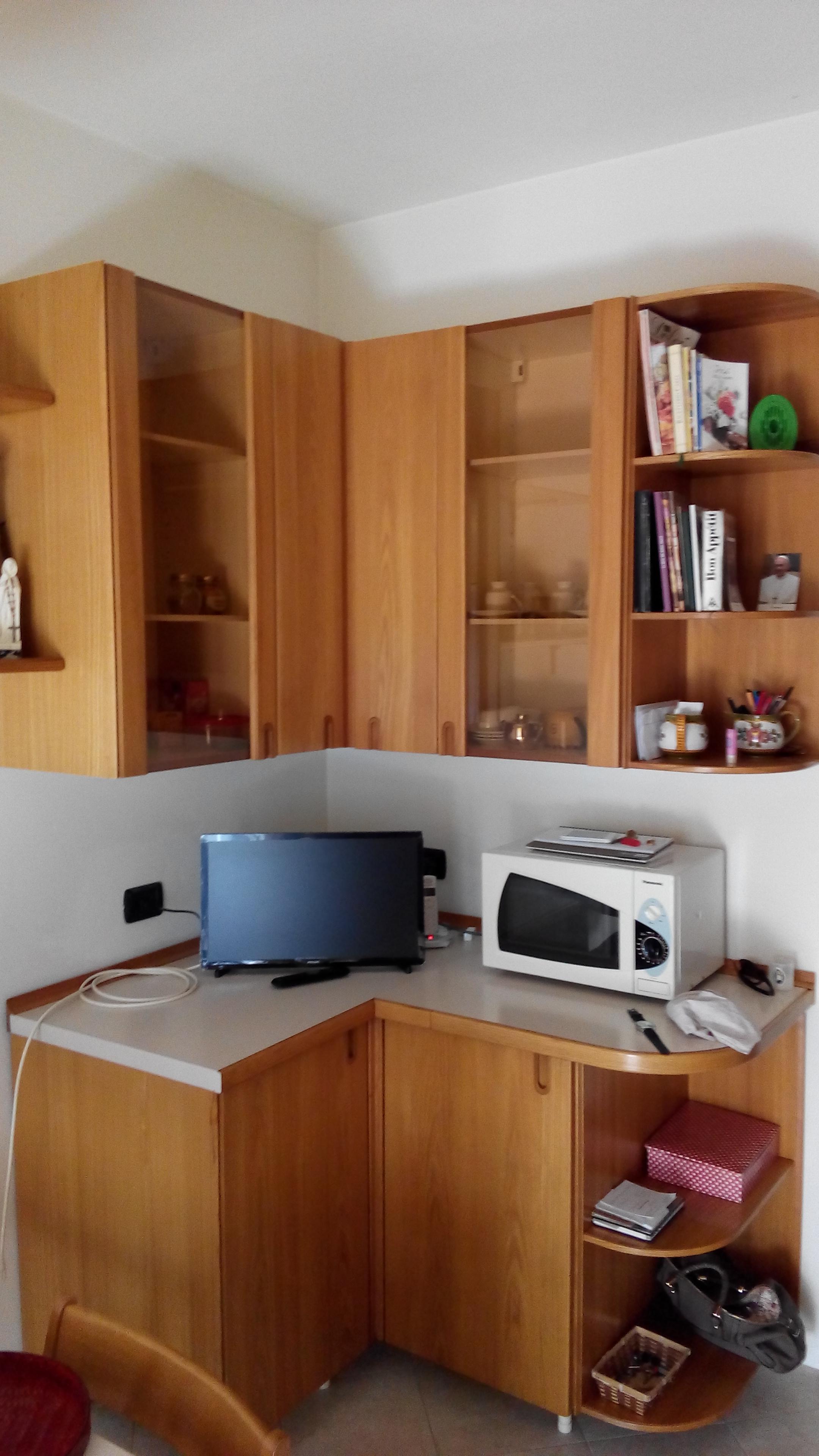 cucina con angolo mobile frigo  Il Tendone solidale