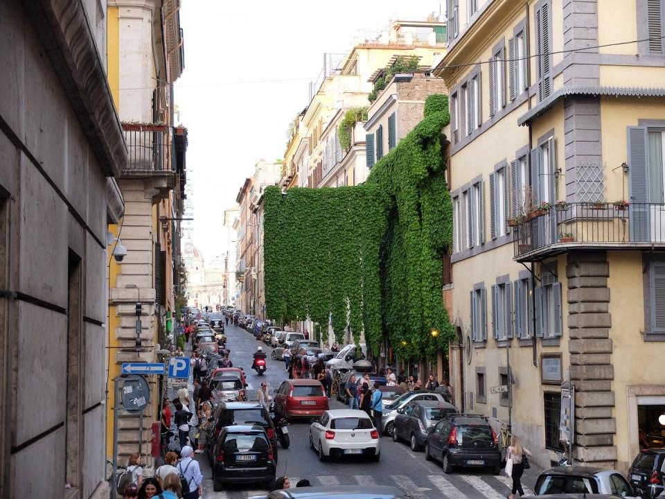 Via Panisperna, charmante rue animée à Rome où bien manger et boire