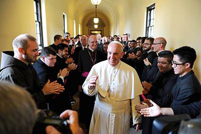 Papa se dirige a los Obispo en el seminario