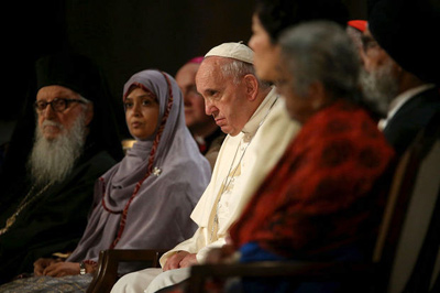 El Papa oran en Ground Zero