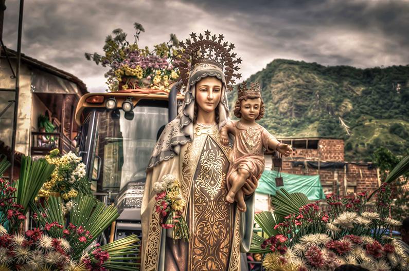 Súplicas a Nuestra Señora del Carmen para tiempos difíciles