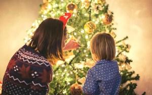 Bendición del Árbol de Navidad en familia