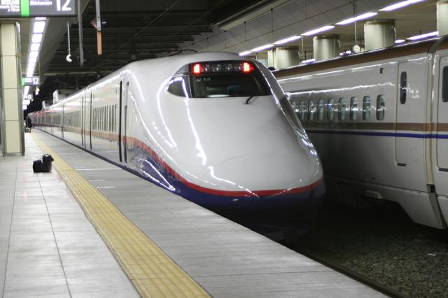 北陸新幹線つるぎ號(富山~金沢 座席,停車駅ほか)