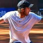 Martín Cuevas abandonó en dobles por molestias en una pierna