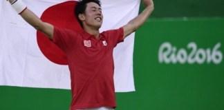 Nishikori festeja la primer medalla olímpica para Japón