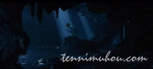 暗い洞窟に隠れて暮らすゴラム