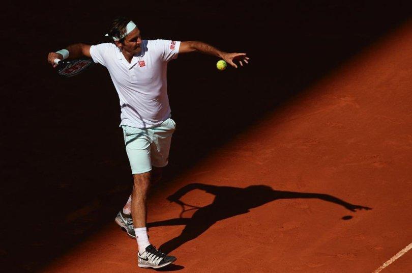 Roger Federer trolls Djokovic Fan
