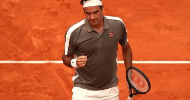 Roger Federer defeats Wawrinka in Epic Match