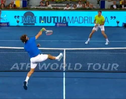 Roger Federer overhead smash Raonic tennis match Madrid 2012 images screencaps photos pictures