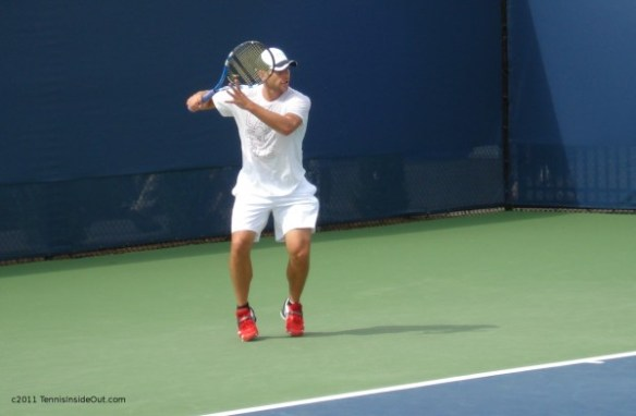 Andy Roddick red shoes white kit Cincinnati Western and Southern Open 2011 foreheand racquet hat photos by Valerie David pictures images tongue screencaps