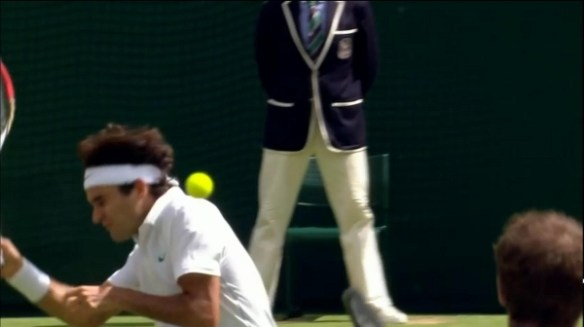 Roger Federer ducks head shot Andy Murray photos pictures screencaps Wimbledon final 2012