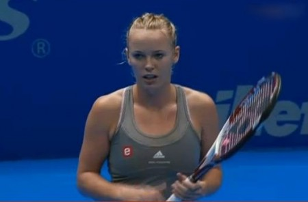Caroline Wozniacki bewildered photos screencaps Gillette tour Brazil racquet racket