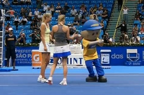 Masha Caro mascot dance Brazil Gillette tour funny pictures photos screencaps