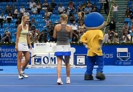 Maria Caroline mascot dance Brazil Federer tour photos images pics
