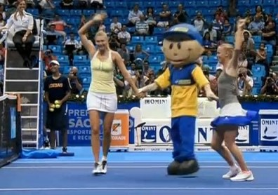 Caroline Wozniacki mascot Brazil 2012 dancing cute photos pictures screencaps