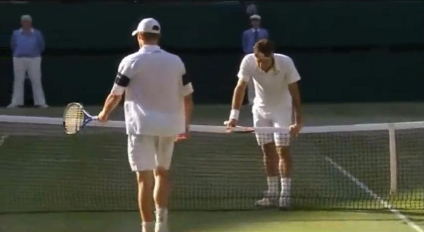 Roger Federer Andy Roddick Wimbledon 2009 at net pictures screencaps images photos