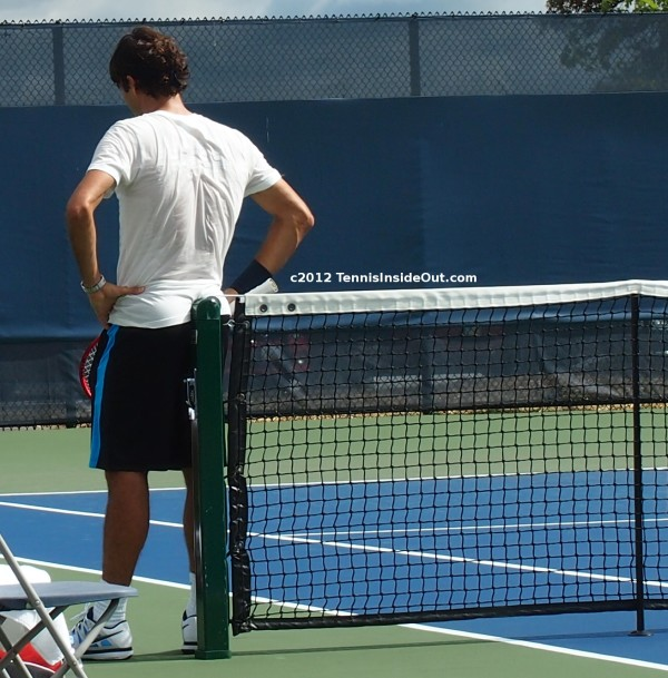 Roger Federer leaning on net post hot sexy white t-shirt navy shorts perfect ass arse bum butt hands on hips photos pictures images screencaps