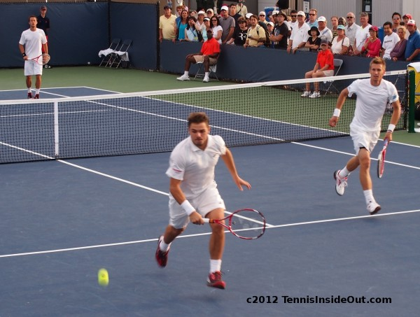 Stan Wawrinka chasing down lob running court hot legs Yonex racquet doubles Cincy 2012 photos