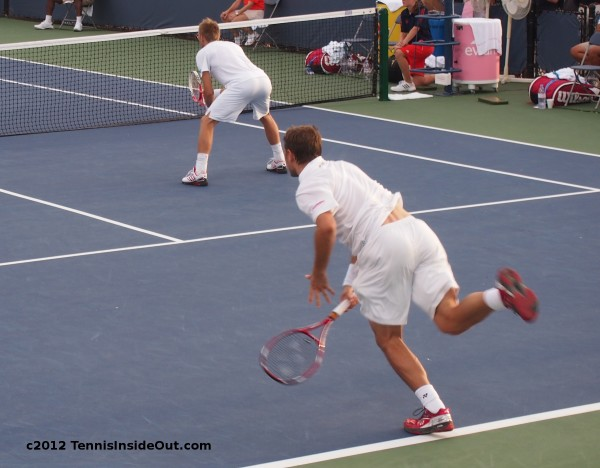 Western and Southern Open Stanislas Stan Wawrinka serve skin bare back red shoes photos
