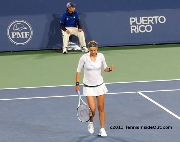Victoria Vika Azarenka fist pump fistpumps white kit racquet tennis photos Cincy US Open series 2013 pics