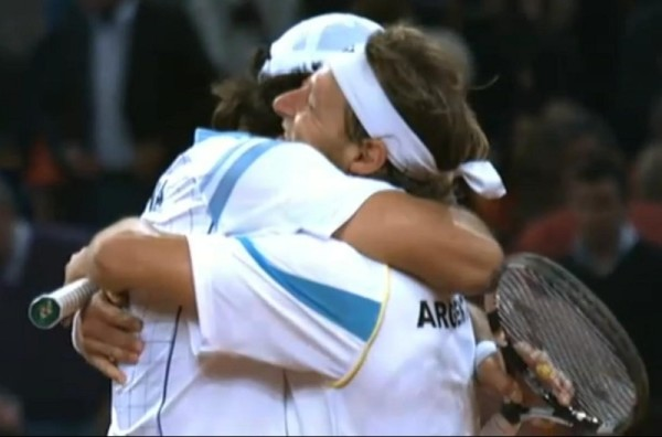 David Nalbandian Eduardo Schwank Argentina Davis Cup Spain victory hug 2011 December pictures screencpas photos