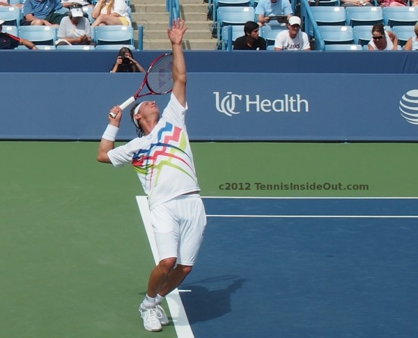 David Nalbandian elegant arch serve ball toss racquet pictures Cincinnati Western and Southern Open 2012 photos